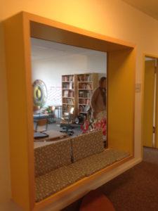 Große Fenster öffnen die Klassenzimmer auch nach innen!